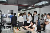 参观黄河电子产品测试区